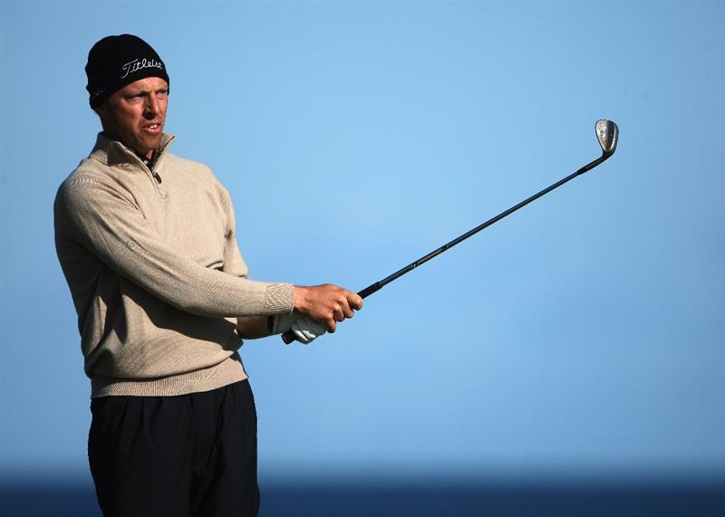 KINGSBARNS, SCOTLAND - OCTOBER 04:  Soren Hansen of Denmark plays his second shot to the fifth hole during the third round of The Alfred Dunhill Links Championship at Kingsbarns Golf Links on October 4, 2009 in Kingsbarns, Scotland.The third round was postponed on Saturday due to gale force winds.  (Photo by Andrew Redington/Getty Images)