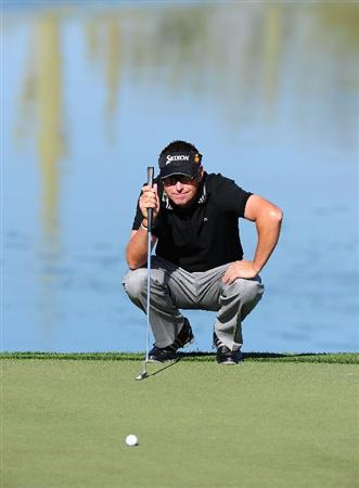 MARANA, AZ - FEBRUARY 18:  Robert Allenby of Australia lines up a putt on the third hole during round two of the Accenture Match Play Championship at the Ritz-Carlton Golf Club on February 18, 2010 in Marana, Arizona.  (Photo by Stuart Franklin/Getty Images)