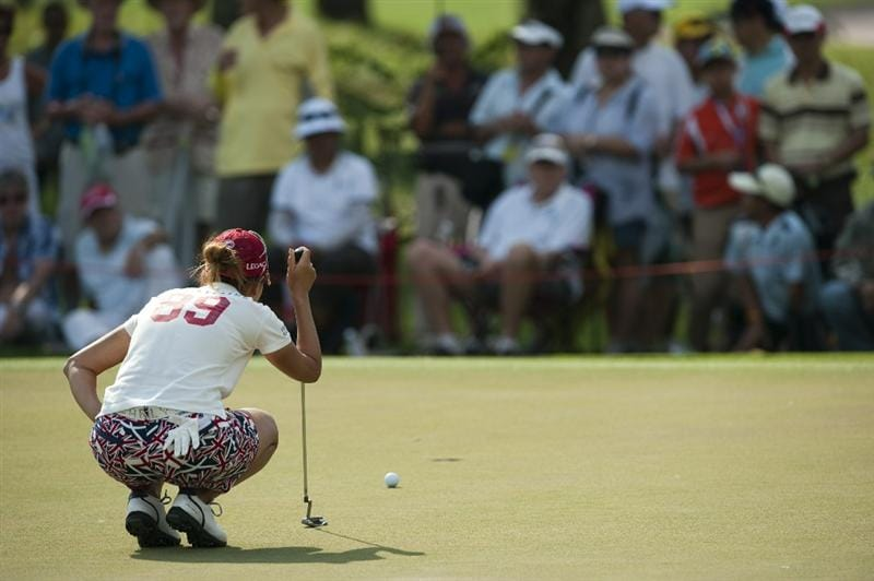 CHON BURI, THAILAND - FEBRUARY 19:  Momoko Ueda of Japan lines up a putt on the 7th hole during day three of the LPGA Thailand at Siam Country Club on February 19, 2011 in Chon Buri, Thailand.  (Photo by Victor Fraile/Getty Images)