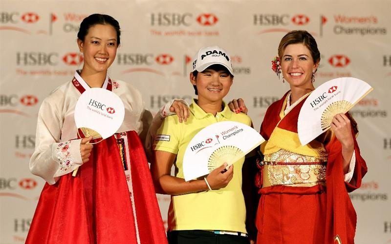 SINGAPORE - FEBRUARY 22:  (L-R) Michelle Wie of the USA; Yani Tseng of Taiwan; Paula Creamer of the USA pose for pictures during a photocall at the Fairmont Hotel prior to the start of the HSBC Women's Champions at the Tanah Merah Country Club on February 22, 2011 in Singapore.  (Photo by Andrew Redington/Getty Images)