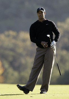 THOUSAND OAKS, CA - DECEMBER 14:  Tiger Woods watches his approach shot on from 18th fairway on his way to ending the day with a course record 10 under par during the second round of the Target World Challenge at the Sherwood Country Club on December 14, 2007 in Thousand Oaks, California.  (Photo by Danny Moloshok/Getty Images)