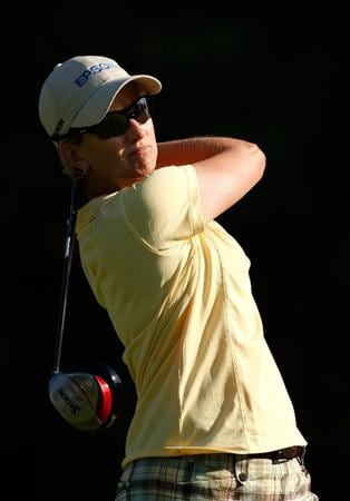 BETHLEHEM, PA - JULY 09:  Karrie Webb of Australia watches her tee shot on the 2nd hole during the first round of the 2009 U.S. Women's Open at Saucon Valley Country Club on July 9, 2009 in Bethlehem, Pennsylvania.  (Photo by Streeter Lecka/Getty Images)