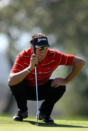 LA JOLLA, CA - JANUARY 28:  Robert Allenby of Australia lines up his putt on the 17th green during the first round of the 2010 Farmers Insurance Open on January 28, 2010 at Torrey Pines Golf Course  in La Jolla, California. (Photo by Donald Miralle/Getty Images)