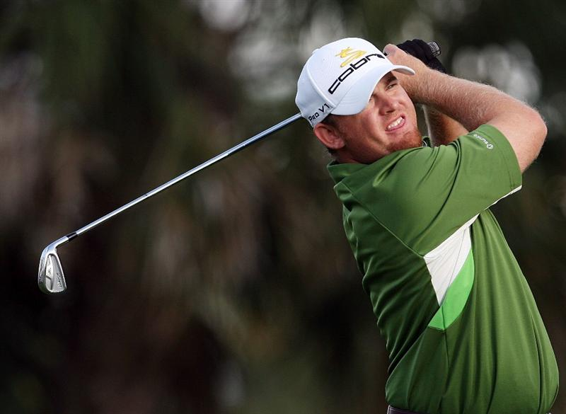PALM BEACH GARDENS, FL - MARCH 06:  J.B. Holmes hits his tee shot on the seventh hole during the second round of The Honda Classic at PGA National Resort and Spa on March 6, 2009 in Palm Beach Gardens, Florida.  (Photo by Doug Benc/Getty Images)
