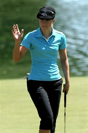 RANCHO MIRAGE, CA - APRIL 01:  Vicky Hurst waves after making a birdie putt on the sixth hole during the first round of the Kraft Nabisco Championship at Mission Hills Country Club on April 1, 2010 in Rancho Mirage, California.  (Photo by Stephen Dunn/Getty Images)