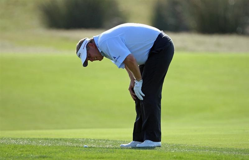 VILAMOURA, PORTUGAL - OCTOBER 15:  Colin Montgomerie of Scotland examines his lie on the 18th hole during the first round of the Portugal Masters at the Oceanico Victoria Golf Course on October 15, 2009 in Vilamoura, Portugal.  (Photo by Andrew Redington/Getty Images)