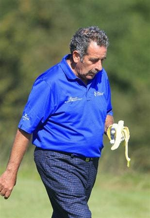 KUTNA HORA, CZECH REPUBLIC - SEPTEMBER 18:  Sam Torrance of Scotland eats a banana during the second round of the Casa Serena Open played at Casa Serena Golf on September 18, 2010 in Kutna Hora, Czech Republic.  (Photo by Phil Inglis/Getty Images)