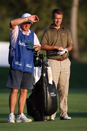 DUBAI, UNITED ARAB EMIRATES - JANUARY 31:  Mark Foster of England (R) on the par five 18th hole during the of third round of the Dubai Desert Classic played on the Majlis Course on January 31, 2009 in Dubai, United Arab Emirates.  (Photo by Ross Kinnaird/Getty Images)
