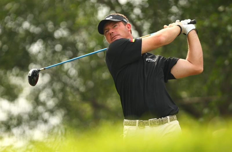 SHENZHEN, CHINA - NOVEMBER 26:  Alex Cejka of Germany in action during the Fourball on the first day of the Omega Mission Hills World Cup on the Olazabal course on November 26, 2009 in Shenzhen, China.  (Photo by Ian Walton/Getty Images)