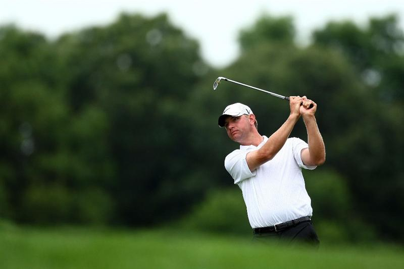 FARMINGDALE, NY - JUNE 20:  Lucas Glover hits a shot on the seventh hole during the continuation of the second round of the 109th U.S. Open on the Black Course at Bethpage State Park on June 20, 2009 in Farmingdale, New York.  (Photo by Chris McGrath/Getty Images)
