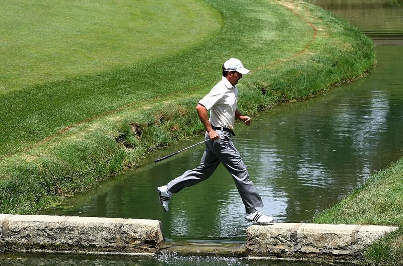 DUBLIN, OH - JUNE 04:  Mike Weir of Canada walks to the 14th green during the first round of the Memorial Tournament at the Muirfield Village Golf Club on June 4, 2009 in Dublin, Ohio.  (Photo by Scott Halleran/Getty Images)