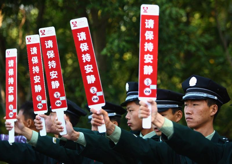 SHENZHEN, CHINA - NOVEMBER 27:  A Chinese solders holds a keep quiet board during round one of the Omega Mission Hills World Cup at the Mission Hills Resort on November 27, 2008 in Shenzhen, China.  (Photo by Ian Walton/Getty Images)