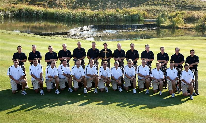 LOUISVILLE, KY - SEPTEMBER 17:  (L-R) Anthony Kim, Boo Weekley, Justin Leonard, Steve Stricker, Stewart Cink, Phil Mickelson, Paul Azinger (captain), Jim Furyk, Kenny Perry, Chad Campbell, Hunter Mahan, J.B. Holmes and Ben Curtis of the USA team pose with their caddies during the USA team photo shoot prior to the 2008 Ryder Cup at Valhalla Golf Club on September 17, 2008 in Louisville, Kentucky.  (Photo by David Cannon/Getty Images)