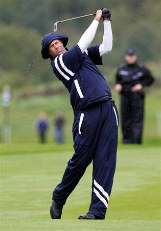 NEWPORT, WALES - SEPTEMBER 29:  Stewart Cink of the USA hits a shot during a practice round prior to the 2010 Ryder Cup at the Celtic Manor Resort on September 29, 2010 in Newport, Wales.  (Photo by Sam Greenwood/Getty Images)