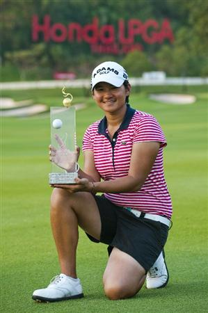 CHON BURI, THAILAND - FEBRUARY 20:  Yani Tseng of Taiwan poses with the trophy after winning the LPGA Thailand at Siam Country Club on February 20, 2011 in Chon Buri, Thailand.  (Photo by Victor Fraile/Getty Images)