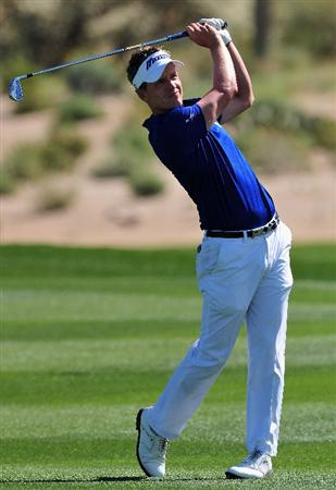 MARANA, AZ - FEBRUARY 27:  Luke Donald of England plays his approach shot on the second hole during the third round of Accenture Match Play Championships at Ritz - Carlton Golf Club at Dove Mountain on February 27, 2009 in Marana, Arizona.  (Photo by Stuart Franklin/Getty Images)