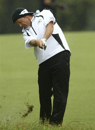 MELBOURNE, AUSTRALIA - NOVEMBER 13:  Stuart Appleby of Australia hits a shot during round three of the Australian Masters at The Victoria Golf Club on November 13, 2010 in Melbourne, Australia.  (Photo by Lucas Dawson/Getty Images)