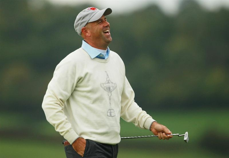 NEWPORT, WALES - OCTOBER 01:  Stewart Cink of the USA reacts to his putt on the 5th green during the Morning Fourball Matches during the 2010 Ryder Cup at the Celtic Manor Resort on October 1, 2010 in Newport, Wales.  (Photo by Andrew Redington/Getty Images)