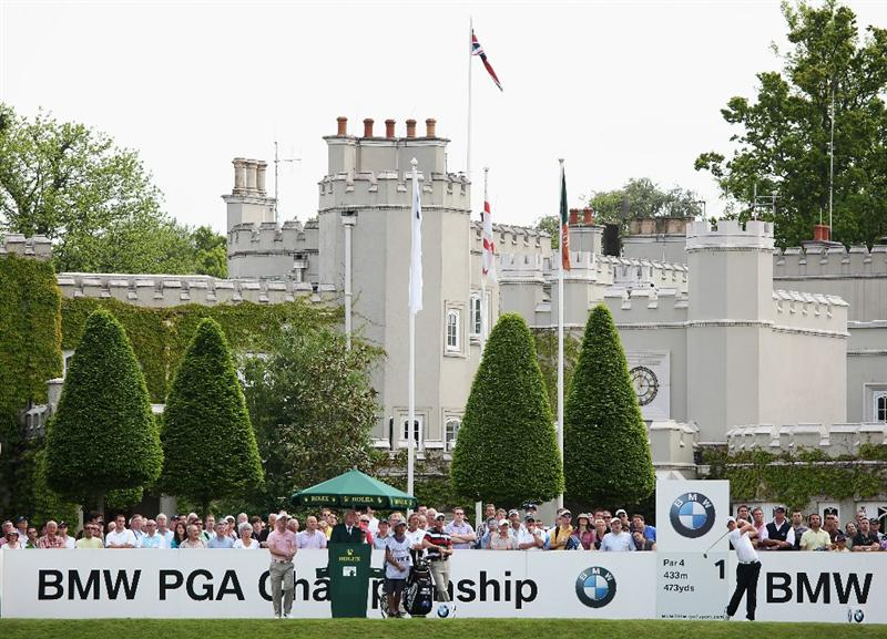 VIRGINIA WATER, ENGLAND - MAY 21:  Danny Willett of England tees off at the 1st hole during the second round of the BMW PGA Championship on the West Course at Wentworth on May 21, 2010 in Virginia Water, England.  (Photo by Andrew Redington/Getty Images)
