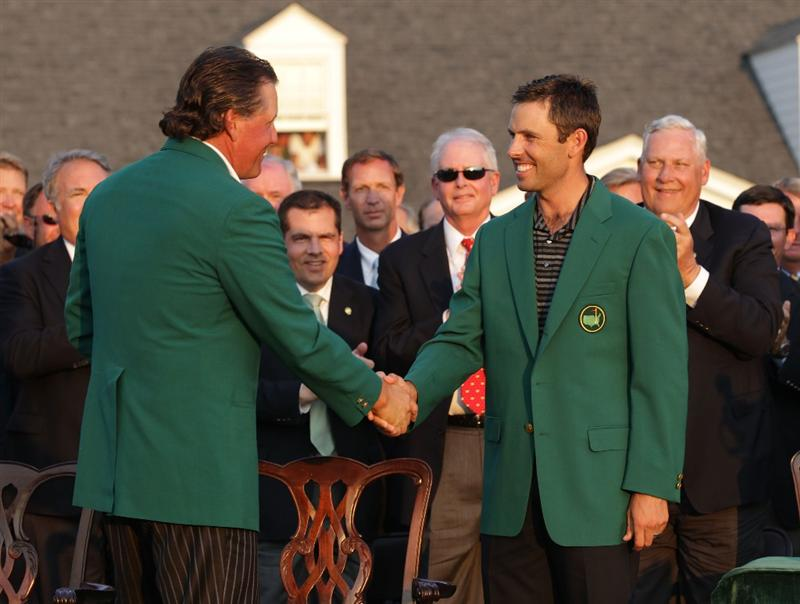 AUGUSTA, GA - APRIL 10:  Phil Mickelson (L) shakes hands with Charl Schwartzel of South Africa at the green jacket presentation after Schwartzel's two-stroke victory at the 2011 Masters Tournament at Augusta National Golf Club on April 10, 2011 in Augusta, Georgia.  (Photo by David Cannon/Getty Images)