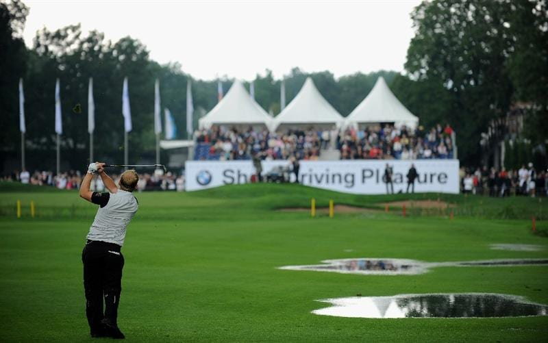 MUNICH, GERMANY - JUNE 25:  Soren Kjeldsen of Denmark plays his approach shot on the nineth hole during the first round of The BMW International Open Golf at The Munich North Eichenried Golf Club on June 25, 2009, in Munich, Germany  (Photo by Stuart Franklin/Getty Images)