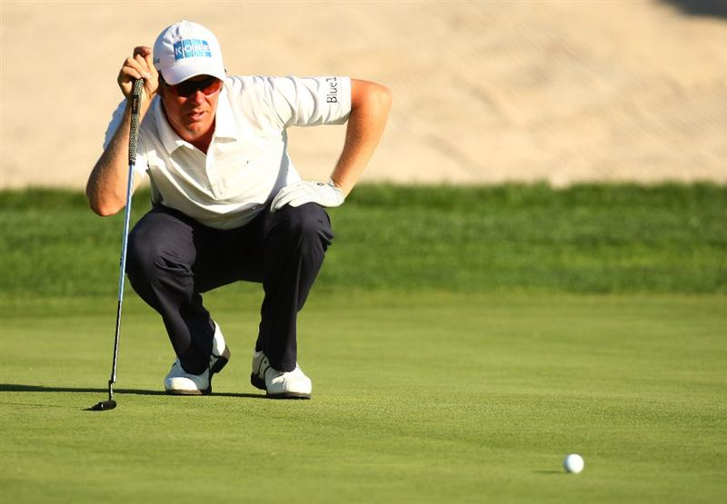 MADRID, SPAIN - OCTOBER 11:  Mikko Ilonen of Finland lines up a put during the Final Round of the Madrid Masters at Cantro Nacional De Golf on October 9, 2009 in Madrid, Spain.  (Photo by Ian Walton/Getty Images)