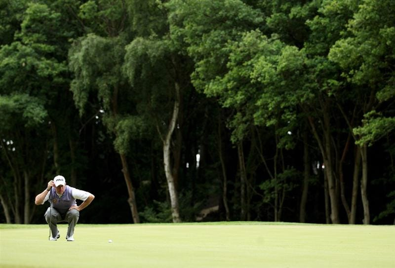 VIRGINIA WATER, ENGLAND - MAY 28:  Lee Westwood of England lines up a putt on the 1st green during the third round of the BMW PGA Championship at the Wentworth Club on May 28, 2011 in Virginia Water, England.  (Photo by Warren Little/Getty Images)