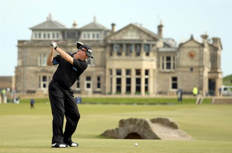 ST ANDREWS, SCOTLAND - OCTOBER 05:  Former Australian cricket captain Steve Waugh drives off the 18th tee during the final round of The Alfred Dunhill Links Championship at The Old Course on October 5, 2009 in St.Andrews, Scotland.  (Photo by Warren Little/Getty Images)