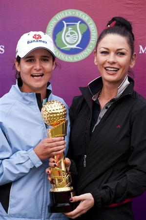 HAIKOU, CHINA - OCTOBER 31:  Lorena Ochoa (L) of Mexico poses with actress Catherine Zeta-Jones after winning the Mission Hills Start Trophy at Mission Hills Resort on October 31, 2010 in Haikou, China. The Mission Hills Star Trophy is Asia's leading leisure liflestyle event and features Hollywood celebrities and international golf stars.  (Photo by Victor Fraile/Getty Images for Mission Hills)
