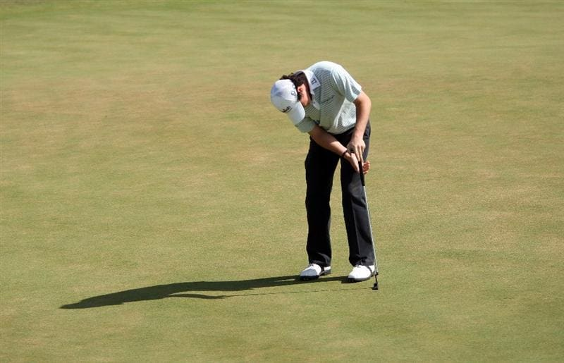 VILAMOURA, PORTUGAL - OCTOBER 18:  Rory McIlroy of Northern Ireland slumps after missing his bogey putt on the 18th hole during the final round of the Portugal Masters at the Oceanico Victoria Golf Course on October 18, 2009 in Vilamoura, Portugal.  (Photo by Andrew Redington/Getty Images)
