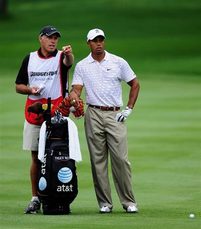 AKRON, OH - AUGUST 08:  Tiger Woods of USA recieves directions from his caddie Steve Williams on the first hole during the third round of the World Golf Championship Bridgestone Invitational on August 8, 2009 at Firestone Country Club in Akron, Ohio.  (Photo by Stuart Franklin/Getty Images)