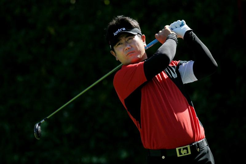 PEBBLE BEACH, CA - JUNE 17:  Y.E. Yang of South Korea hits a tee shot on the sixth hole during the first round of the 110th U.S. Open at Pebble Beach Golf Links on June 17, 2010 in Pebble Beach, California.  (Photo by Stephen Dunn/Getty Images)