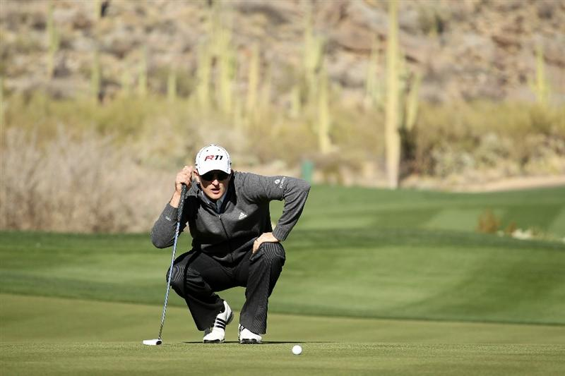 MARANA, AZ - FEBRUARY 24:  Justin Rose of England lines up his putt on the 16th hole during the second round of the Accenture Match Play Championship at the Ritz-Carlton Golf Club on February 24, 2011 in Marana, Arizona.  (Photo by Andy Lyons/Getty Images)