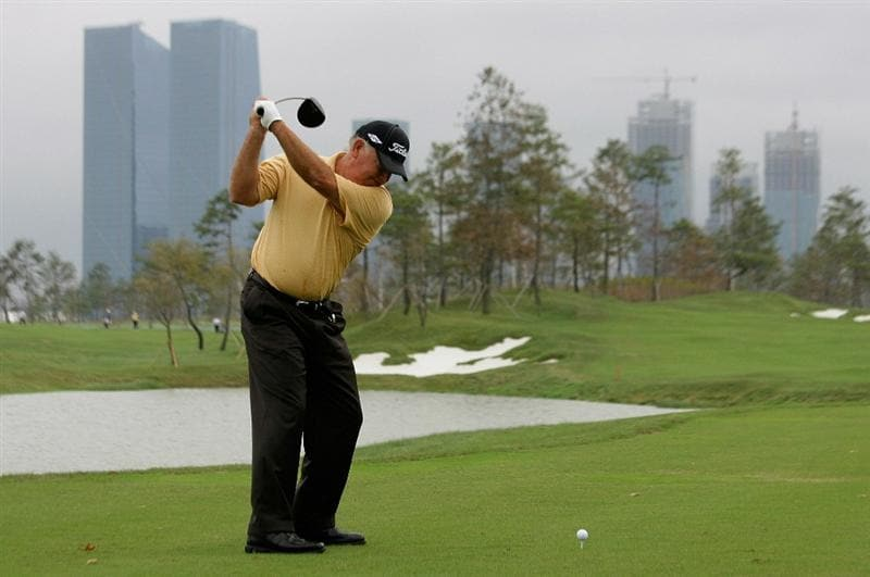 INCHEON, SOUTH KOREA - SEPTEMBER 10:  Mark O'meara of United States hits a tee shot during day one of PGA Champions Tour - Posco E&C Songdo Championship at Jack Nicklaus Golf Club on September 10, 2010 in Incheon, South Korea.  (Photo by Chung Sung-Jun/Getty Images)