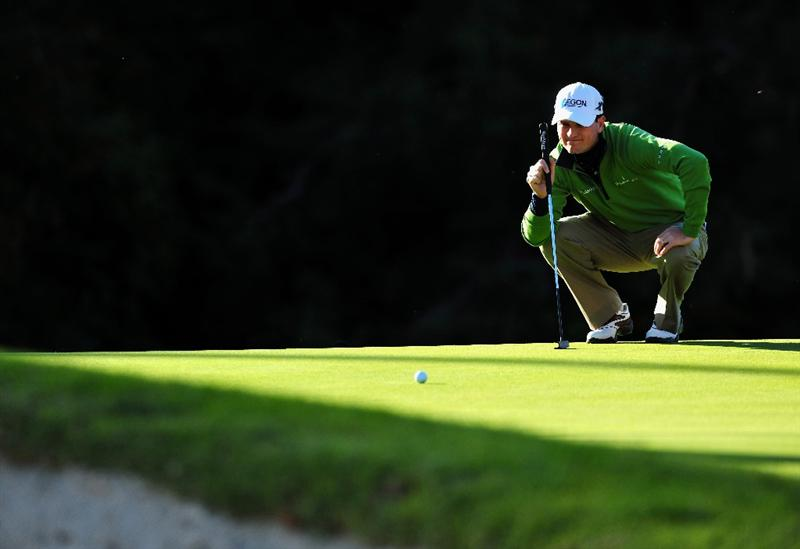 PACIFIC PALISADES, CA - FEBRUARY 19:  Zach Johnson of USA lines up his putt on the 12th hole during the first round of the Northern Trust Open at the Riviera Country Club February 19, 2009 in Pacific Palisades, California.  (Photo by Stuart Franklin/Getty Images)