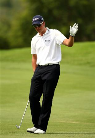 SUN CITY, SOUTH AFRICA - DECEMBER 04:  Henrik Stenson of Sweden plays into the 15th green during the first round of the Nedbank Golf Challenge at the Gary Player Country Club on December 4, 2008 in Sun City, South Africa.  (Photo by Richard Heathcote/Getty Images)