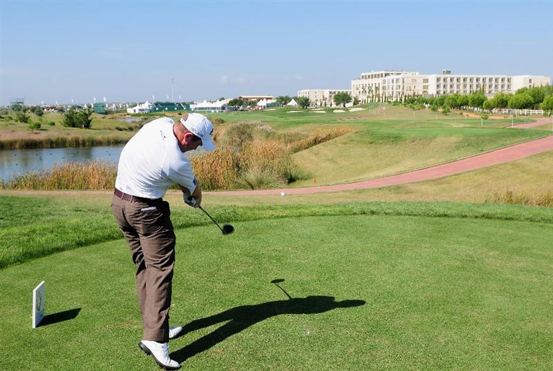 VILAMOURA, PORTUGAL - OCTOBER 15:  Alastair Forsyth of Scotland plays his tee shot on the 18th hole during the first round of the Portugal Masters at the Oceanico Victoria Golf Course on October 15, 2009 in Vilamoura, Portugal.  (Photo by Stuart Franklin/Getty Images)