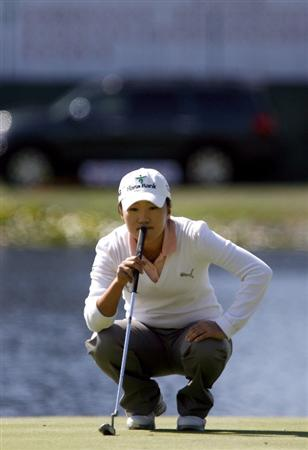 DANVILLE, CA - OCTOBER 10: In-Kyung Kim of South Korea lines up a putt on the 18th hole during the second round of the LPGA Longs Drugs Challenge at the Blackhawk Country Club October 10, 2008 in Danville, California. (Photo by Max Morse/Getty Images)