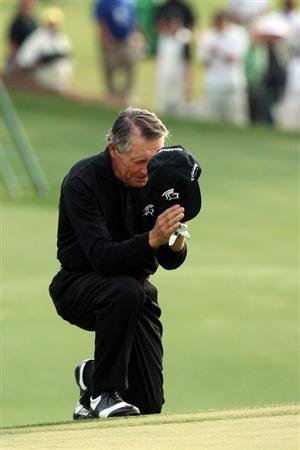 AUGUSTA, GA - APRIL 10:  Gary Player of South Africa acknowledges the crowd after his final Masters Tournament at the 2009 Masters Tournament at Augusta National Golf Club on April 10, 2009 in Augusta, Georgia.  (Photo by David Cannon/Getty Images)