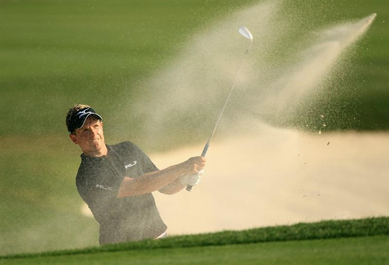 HILTON HEAD ISLAND, SC - APRIL 24:  Luke Donald of England hits a shot from the sand on the 18th hole during the final round of The Heritage at Harbour Town Golf Links on April 24, 2011 in Hilton Head Island, South Carolina.  (Photo by Streeter Lecka/Getty Images)
