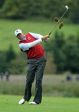 NEWPORT, WALES - OCTOBER 03:  Stewart Cink of the USA hits his approach shot on the 12th hole during the  Fourball & Foursome Matches during the 2010 Ryder Cup at the Celtic Manor Resort on October 3, 2010 in Newport, Wales.  (Photo by Andy Lyons/Getty Images)