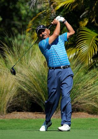 NAPLES, FL - FEBRUARY 21:  Vicente Fernandez of Argentina hits a shot during the second round of the ACE Group Classic at the TPC Treviso Bay on Februrary 21, 2009 in Naples, Florida.  (Photo by Sam Greenwood/Getty Images)