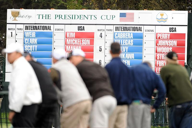 SAN FRANCISCO - OCTOBER 08:  Golf fans watch the play during the Day One Foursome Matches of The Presidents Cup at Harding Park Golf Course on October 8, 2009 in San Francisco, California.  (Photo by Harry How/Getty Images)
