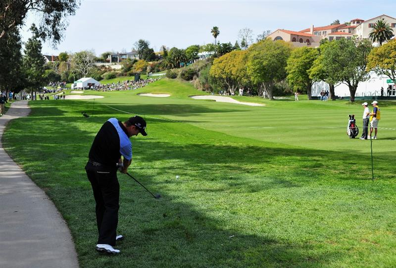 PACIFIC PALISADES, CA - FEBRUARY 20:  Padraig Harrington of Ireland plays his approach shot on the second hole during the second round of the Northern Trust Open at the Riviera Country Club February 20, 2009 in Pacific Palisades, California.  (Photo by Stuart Franklin/Getty Images)