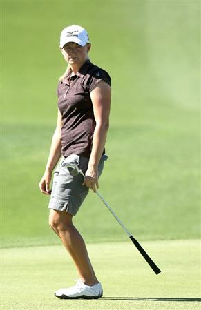 RANCHO MIRAGE, CA - MARCH 31:  Stacy Lewis reacts to her putt on the second hole during the first round of the Kraft Nabisco Championship at Mission Hills Country Club on March 31, 2011 in Rancho Mirage, California.  (Photo by Stephen Dunn/Getty Images)