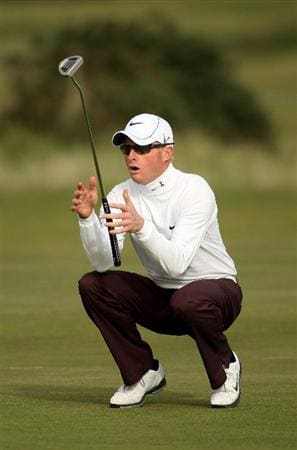 ST ANDREWS, SCOTLAND - OCTOBER 05:  Simon Dyson of England reacts after just missing a putt on the 15th green during the final round of  The Alfred Dunhill Links Championship at The Old Course on October 5, 2009 in St.Andrews, Scotland.  (Photo by Andrew Redington/Getty Images)