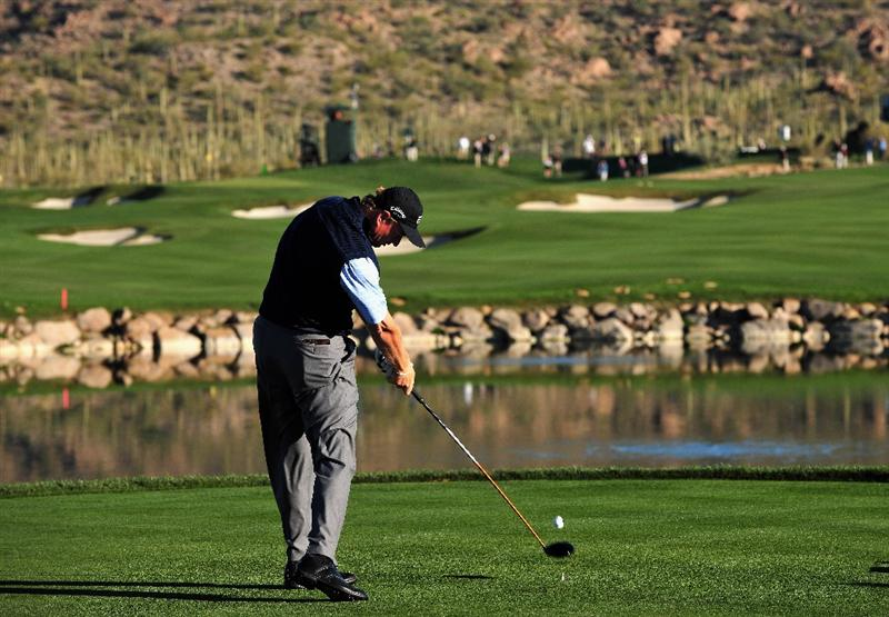MARANA, AZ - FEBRUARY 28:  Ernie Els of South Africa plays his tee shot on the fourth hole during the quarter final round of Accenture Match Play Championships at Ritz - Carlton Golf Club at Dove Mountain on February 28, 2009 in Marana, Arizona.  (Photo by Stuart Franklin/Getty Images)
