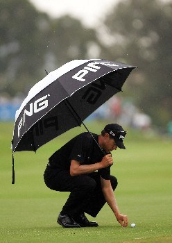 SYDNEY, AUSTRALIA - DECEMBER 15:  Nick O'Hern of Australia checks his ball on the 7th hole during round four of the Australian Open Championship at The Australian Golf Club on December 16, 2007 in Sydney, Australia.  (Photo by Ezra Shaw/Getty Images)