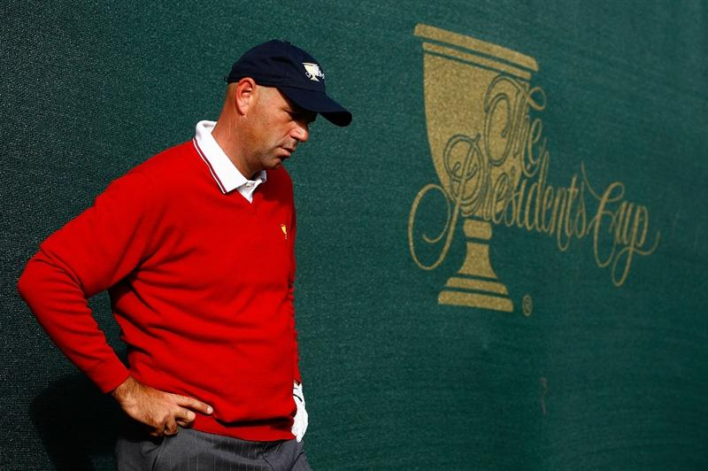SAN FRANCISCO - OCTOBER 08:  Stewart Cink of the USA Team waits near the 18th green during the Day One Foursome Matches of The Presidents Cup at Harding Park Golf Course on October 8, 2009 in San Francisco, California.  (Photo by Scott Halleran/Getty Images)