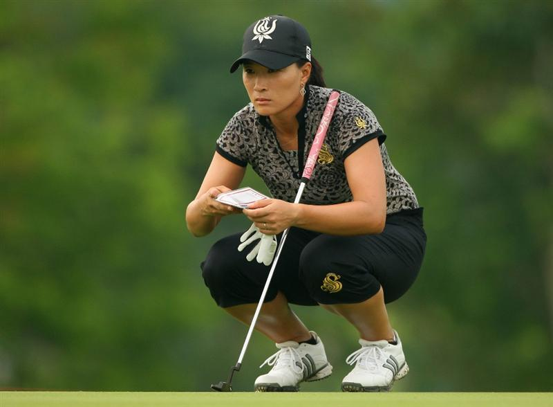 SINGAPORE - MARCH 07:  Se Ri Pak of South Korea lines up a putt on the first hole during the third round of the HSBC Women's Champions at Tanah Merah Country Club on March 7, 2009 in Singapore.  (Photo by Andrew Redington/Getty Images)